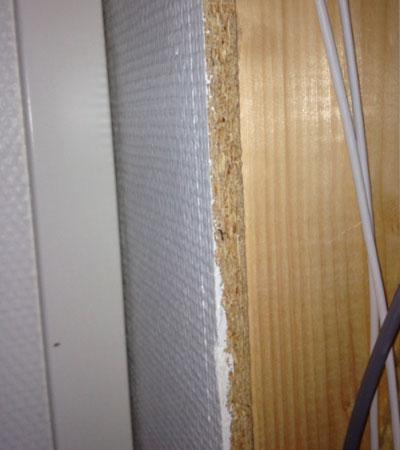 Träytskikt på vägg är tillåtet i byggnadsklass Br2 och Br3, men normalt inte i klass Br1.
