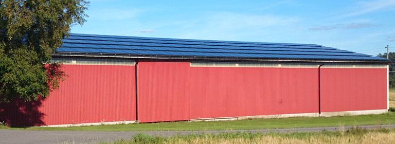 Figur 3 Solcellsanläggning på lutande tak på en ladugårdsbyggnad